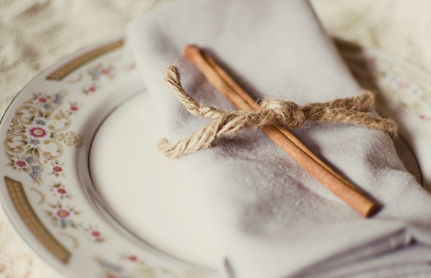 Creative uses for cinnamon sticks to spruce up the home and add a delicate yet rustic touch.