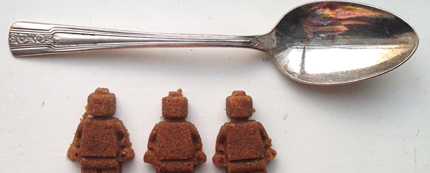 lego-mini-fig-sugar-cubes-1